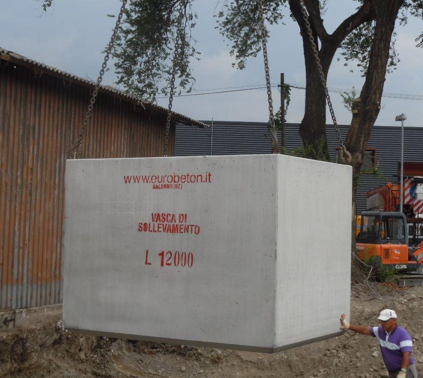 cantiere lamafer Bolzano - agosto 2012: posa in opera vasca da 12000 litri