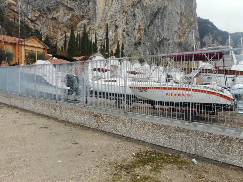 moduli dolomitilego serie 600 per la costruzione di recinzione antifurto in un cantiere navale