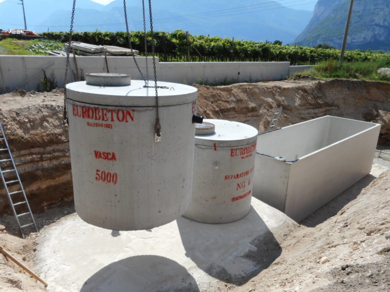 posa di vasca di sollevamento da 5000 litri nel centro di recupero Dallago