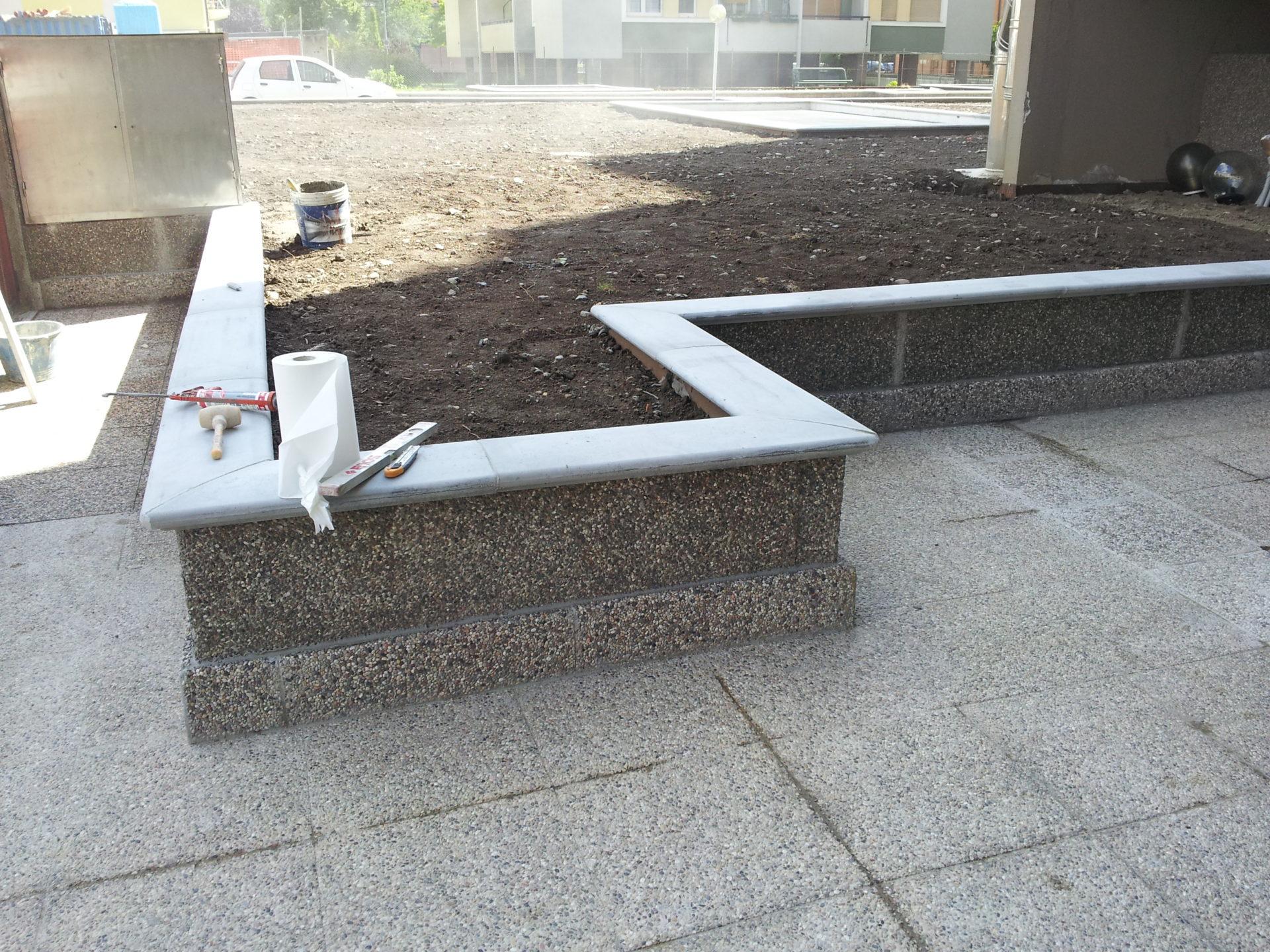 Copertine coprimuro prefabbricati per il rivestimento superiore di muri - Copertine per muretti esterno in cemento prezzi ...