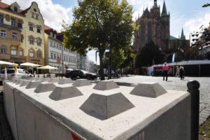 457f4c7b5bdc993de270 300x200 - Dissuasori antiterrorismo - City Art Solutions - arredo-urbano-