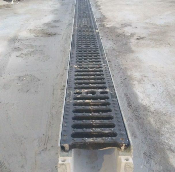 CANALA PP100 4 scaled 608x600 - C250 o D400 - Canali grigliati con rivestimento interno in polipropilene - drenaggio-superficiale-delle-acque-
