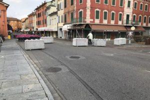 Carpi notte bianca 300x200 - Dissuasori antiterrorismo - City Art Solutions - arredo-urbano-