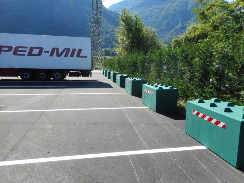 eurolego colors serie 800 usati come dissuasori nel parcheggio in retromarcia dei bilici