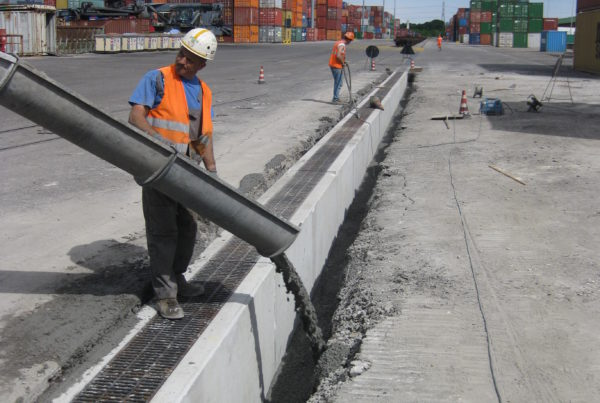 IMG 6982 2 600x403 - D400 o F900 - Canali grigliati per aereoporti AUTOPORTANTI drenaggio-superficiale-delle-acque