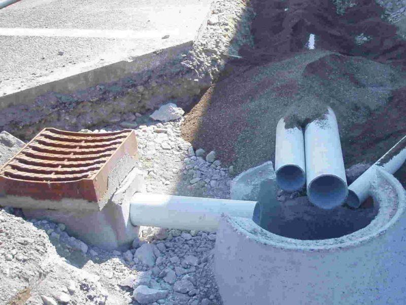giugno 2014: posa di pozzetti pluviali DIN 4052 con caditoia curva nella costruzione del primo distributore a idrogeno nell'autostrada A22