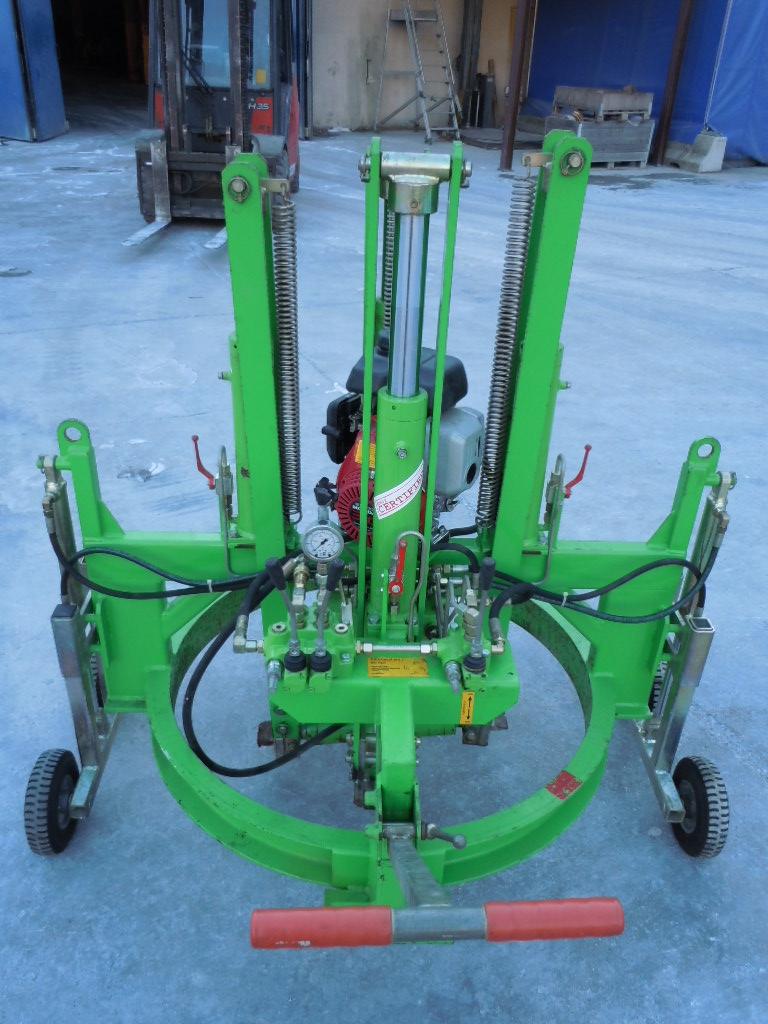 alzachiusini motorizzato full idraulico Hans Joch - Attrezzature per la movimentazione e posa - attrezzature-