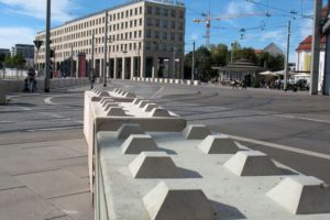 austria vienna 300x200 - Dissuasori antiterrorismo - City Art Solutions - arredo-urbano-