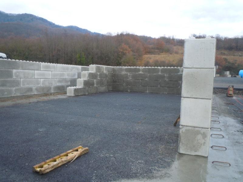 fase di posa dolomiti lego serie 600 per la formazione di 2 silos per il sale