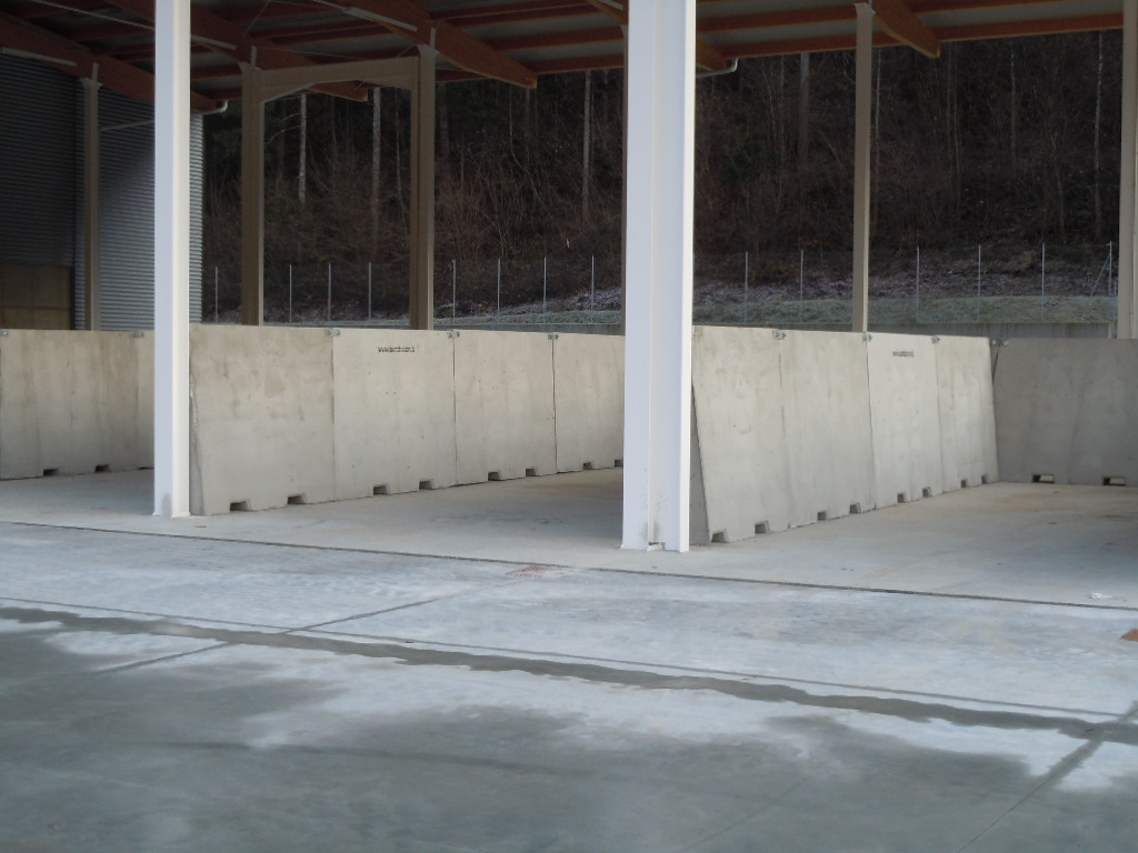 big giant h.2000 - Muri divisori di materiali - strade-