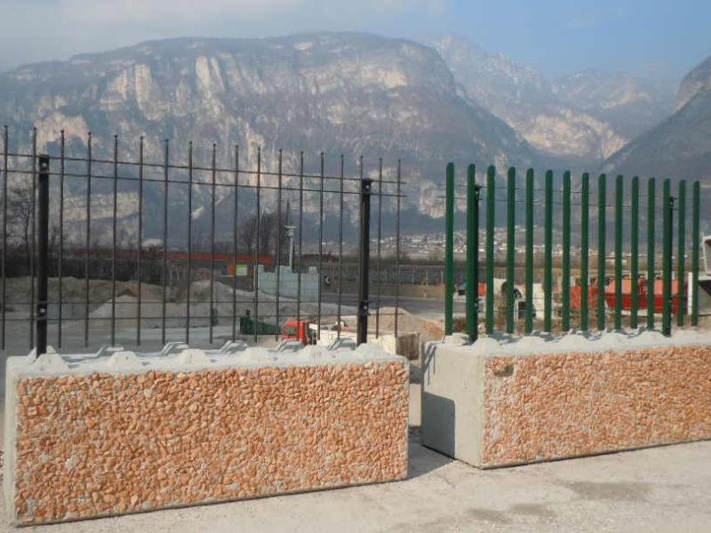 """eurolego con rivestimento ciottoli """"rosa veneziano""""  con esempi di recinzioni civili di nuova generazione"""