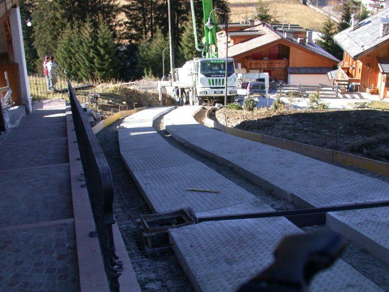 cantiere di Canazei - novembre 2011: posa piastre tipo large