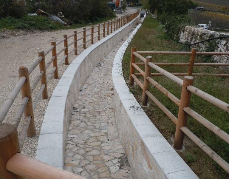 rivestimento dei muri laterali di una roggia con copertina L300