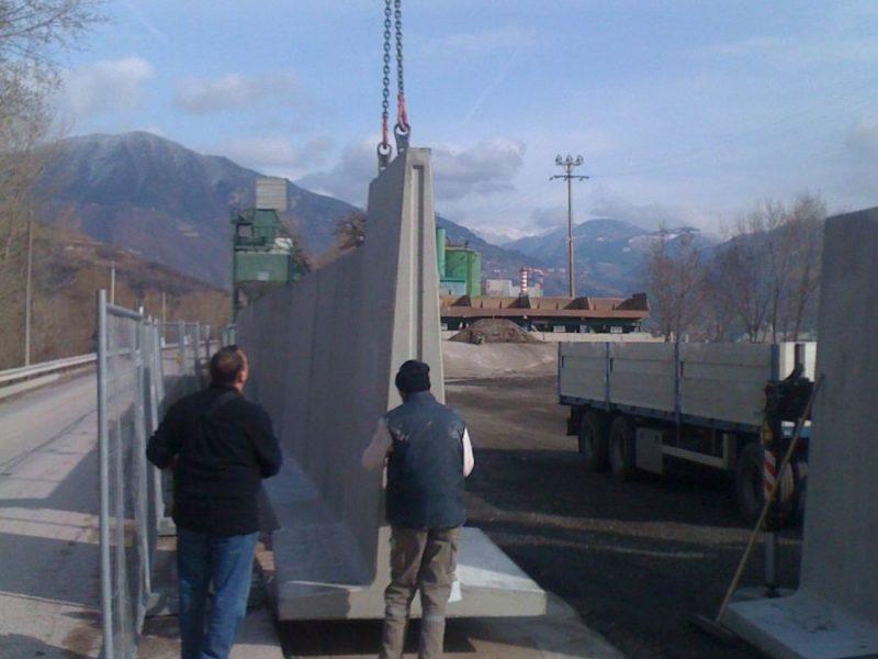 posa di muri divisori Super h.2720 nell'impianto di produzione Bitumisarco