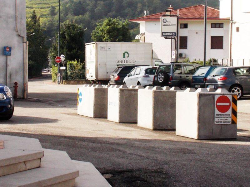 Dissuasori di traffico eurobeton for Arredo urbano dissuasori