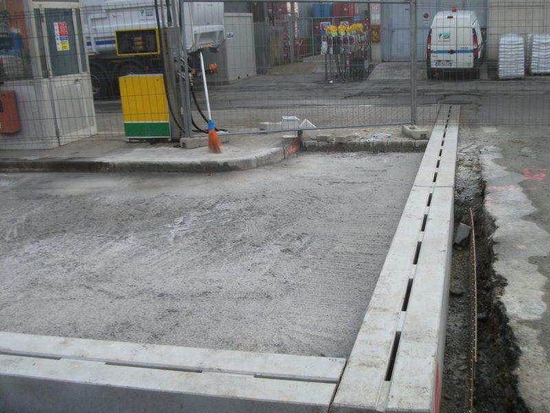 cantiere di Firenze ottobre 2011: posa di canali AUTOPORTANTI R20 F900 presso distrubutore per i mezzi pesanti per la nettezza urbana della ditta Quadrifoglio spa