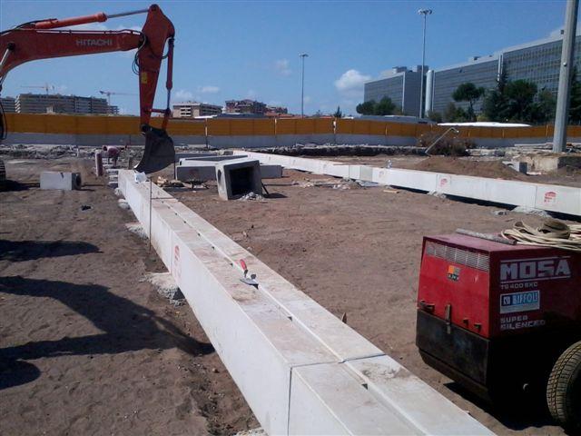 cantiere metropolitana di Roma - luglio 2012: posa in opera di canali R30 in classe D400