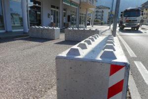 dolomiti lego 1 300x200 - Dissuasori antiterrorismo - City Art Solutions - arredo-urbano-