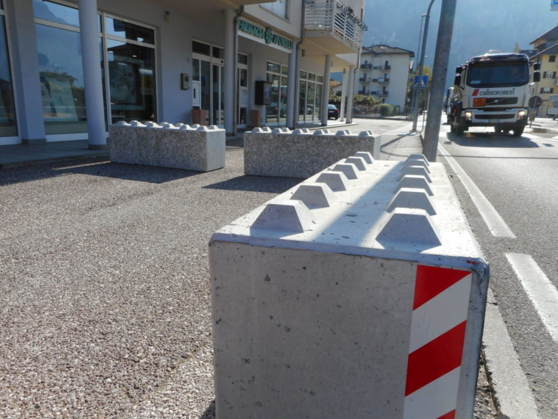 dolomiti lego 1 800x600 - Dissuasori antiterrorismo - City Art Solutions - arredo-urbano-