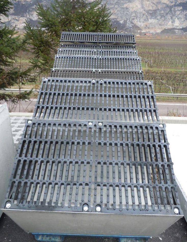 """espositore canali - D400 o E600 - Canali grigliati tipo """"sicurezza"""" imbullonati in cemento drenaggio-superficiale-delle-acque"""