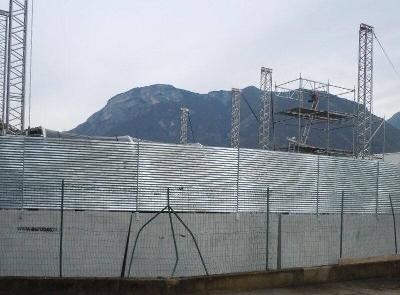 novembre 2015: moduli giant con recinzione frangisole per delimitazione eventi musicali fly music