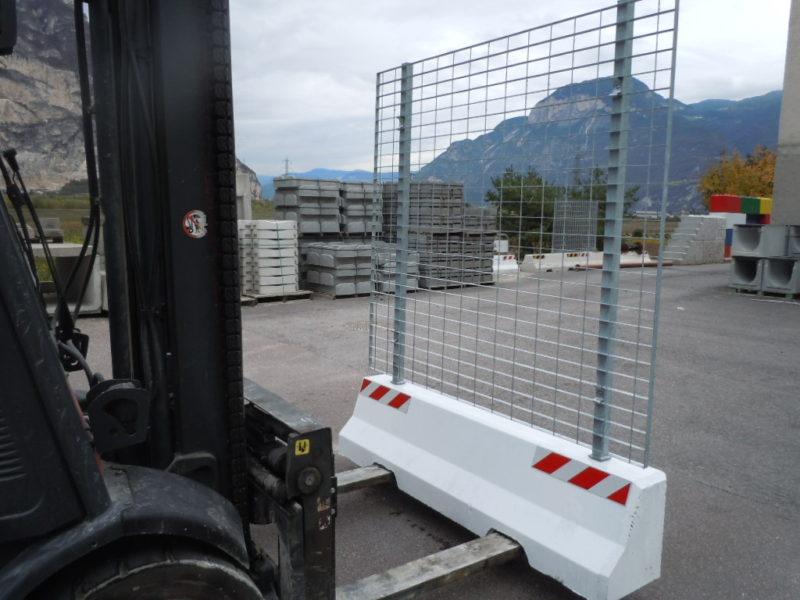 mini con recinzione autonoma1 800x600 - Barriere Mini New Jersey - strade-
