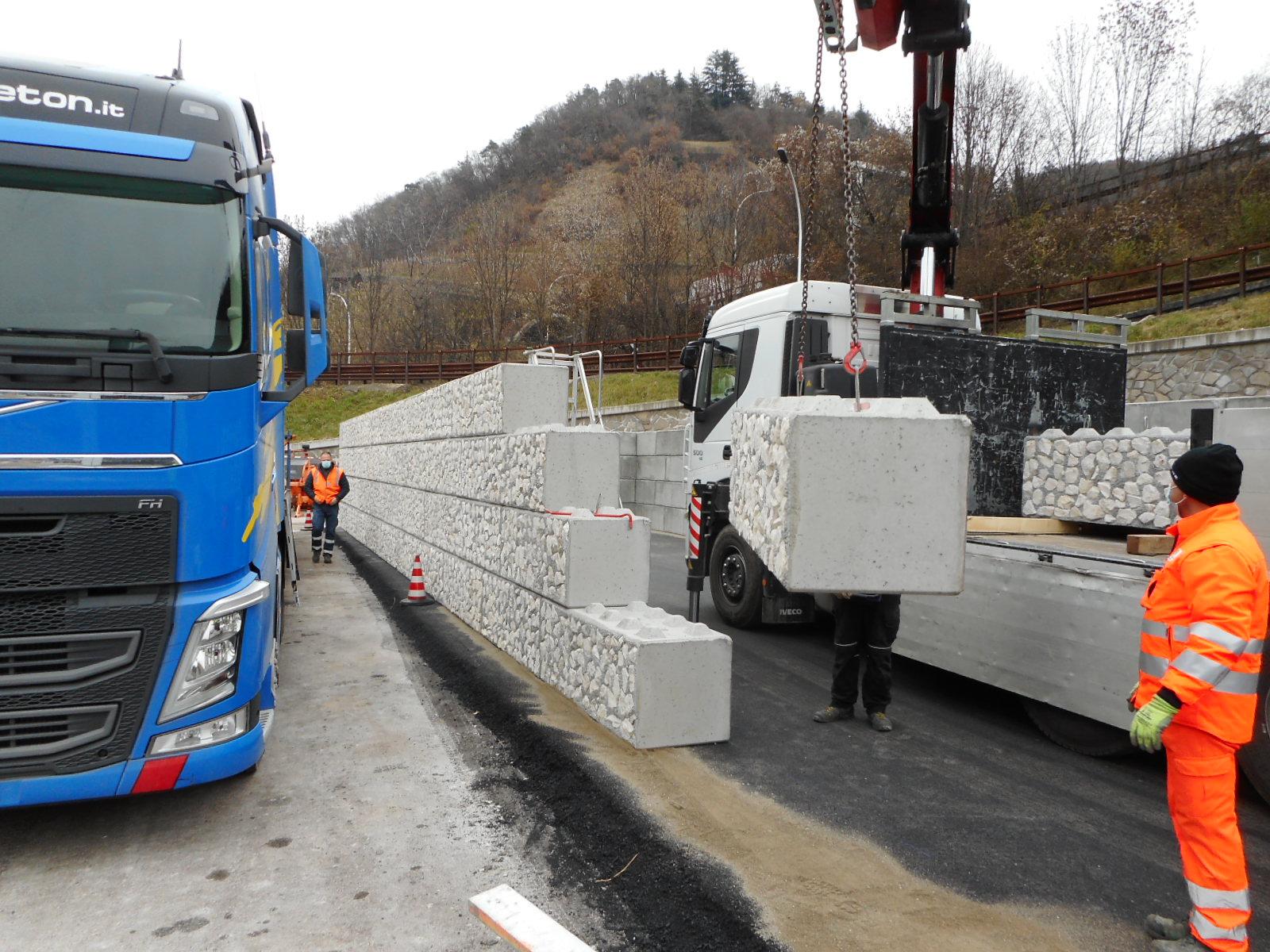 montaggio silos 1 - Silos di stoccaggio materiali - strade-