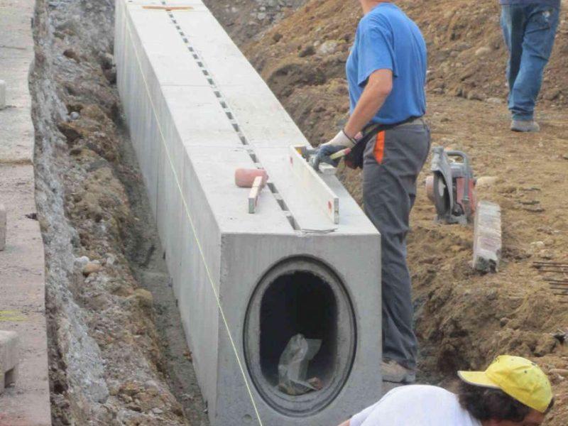 posa buona 800x600 - D400 o F900 - Canali a fessura per aereoporti autoportanti - drenaggio-superficiale-delle-acque-