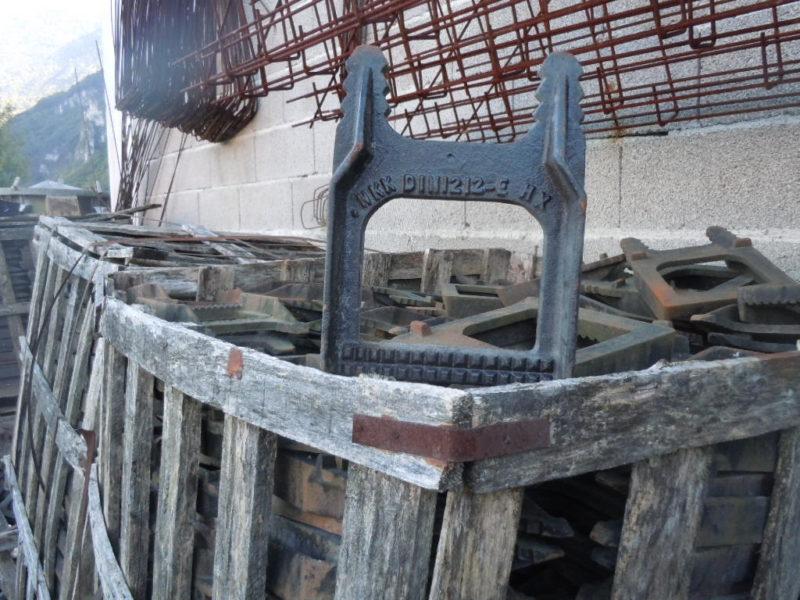scalini per pozzetti DIN 1212-e con parapiede in ghisa € 1.00 cad (peso 3 kg. circa 5000 pezzi)