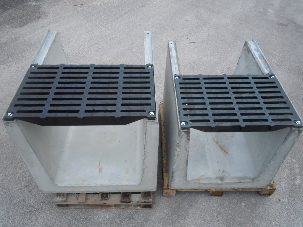 """serie mammuth 600 700 - D400 o E600 - Canali grigliati tipo """"sicurezza"""" imbullonati in cemento drenaggio-superficiale-delle-acque"""