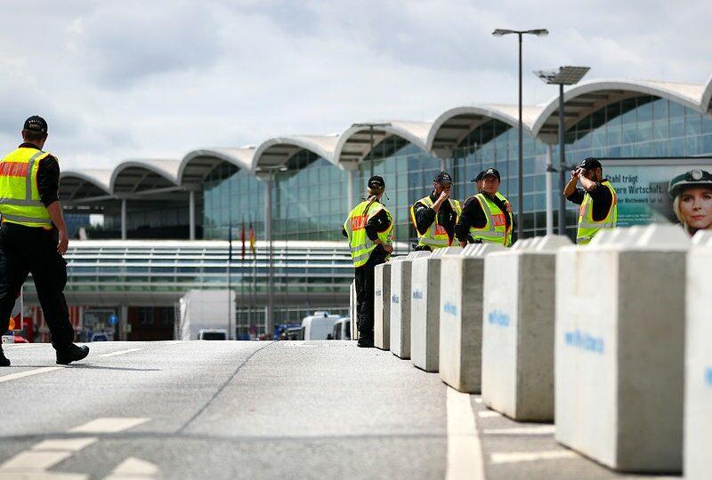 sicurezza in aeroporto 800x540 - Dissuasori antiterrorismo - City Art Solutions - arredo-urbano-