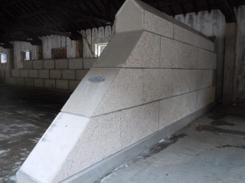 provincia autonoma di bolzano- creazione di silos per il sale con dolomitilego serie 800 sotto un capannone militare