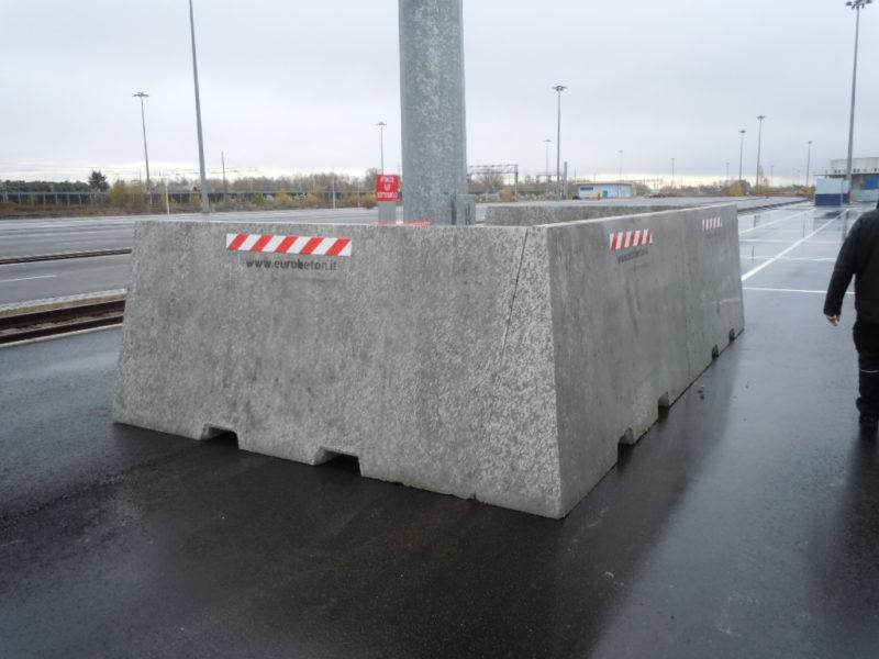 trenitalia modena 800x600 - Muri divisori di materiali - strade-
